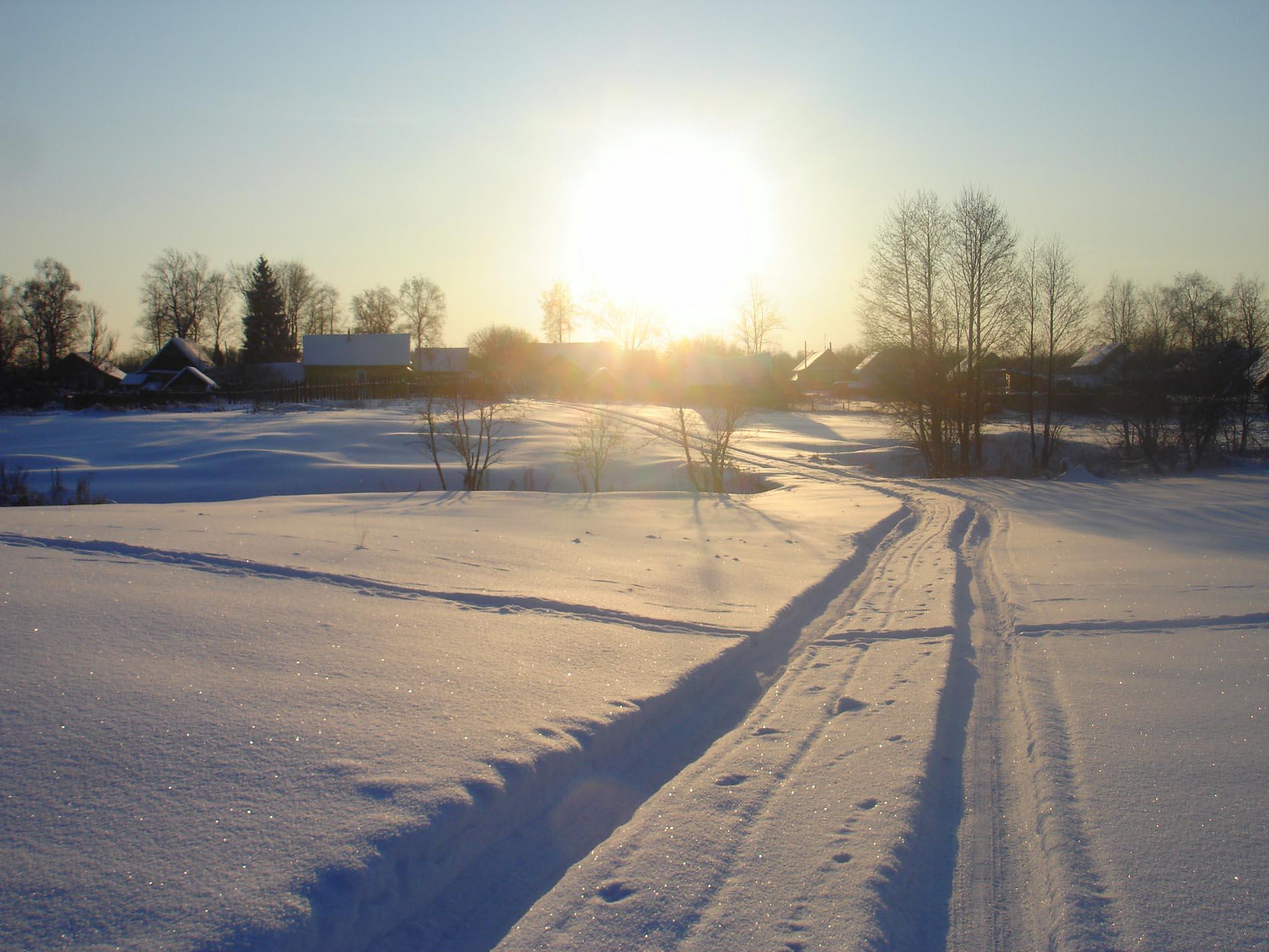 снег сверкает  Деревня
