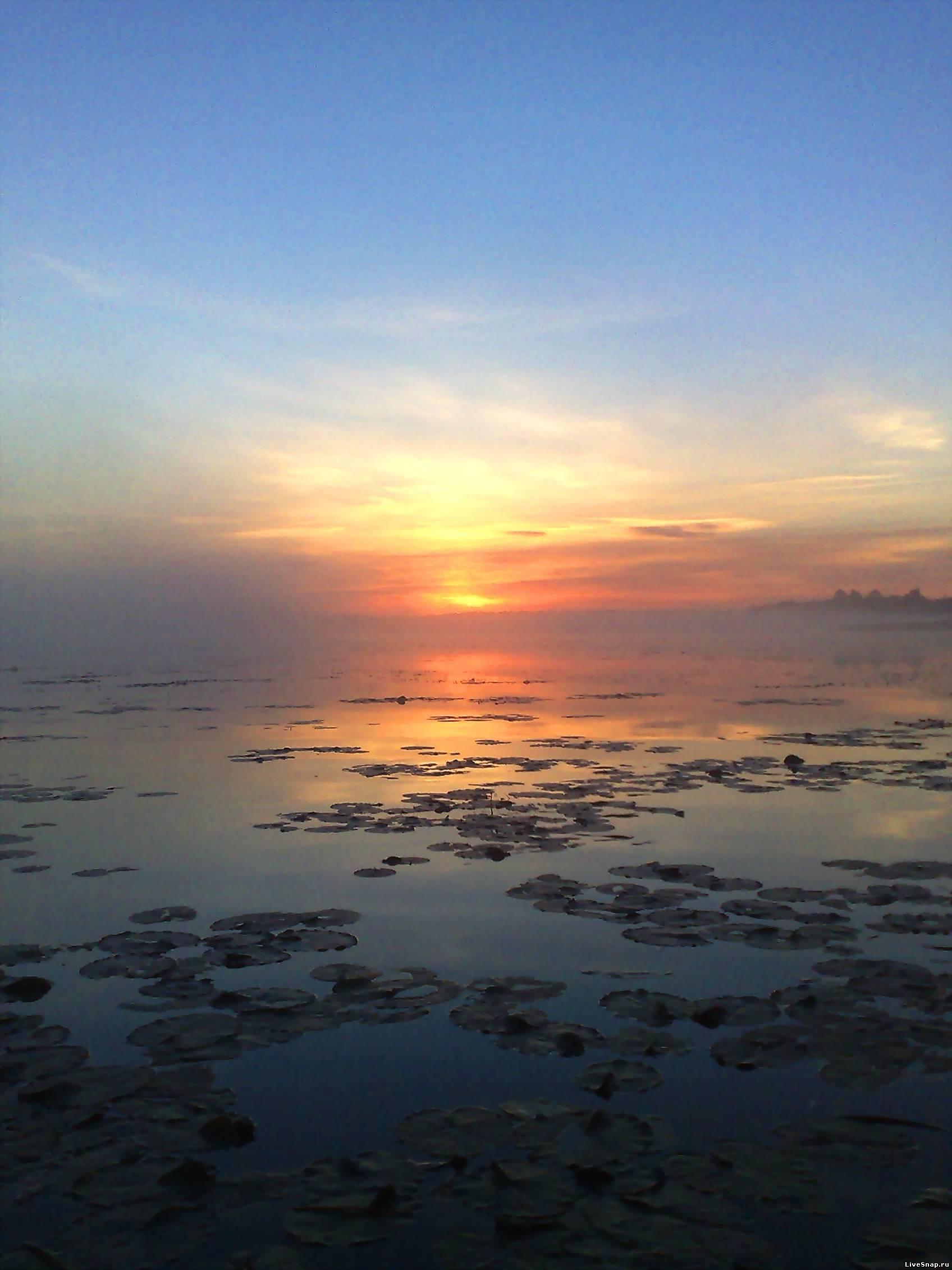 закат на озере  Природа