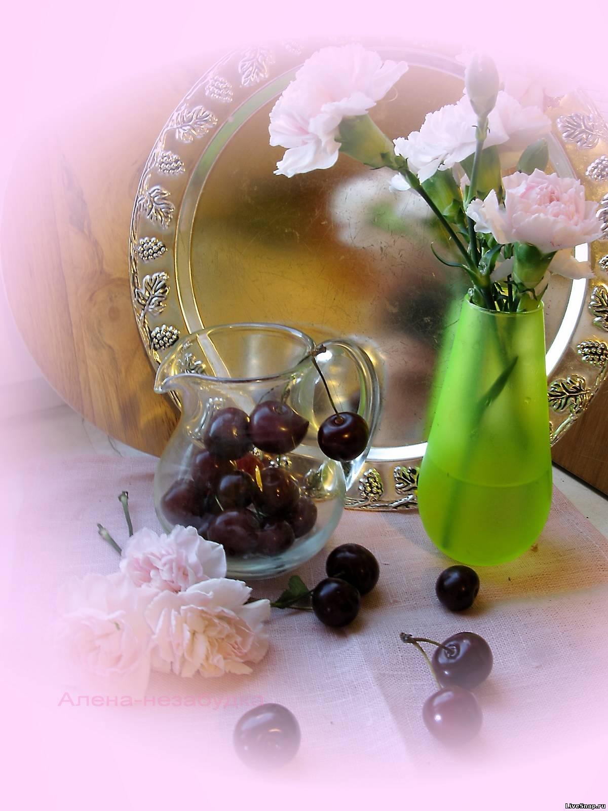 вишни в розовом  Натюрморты