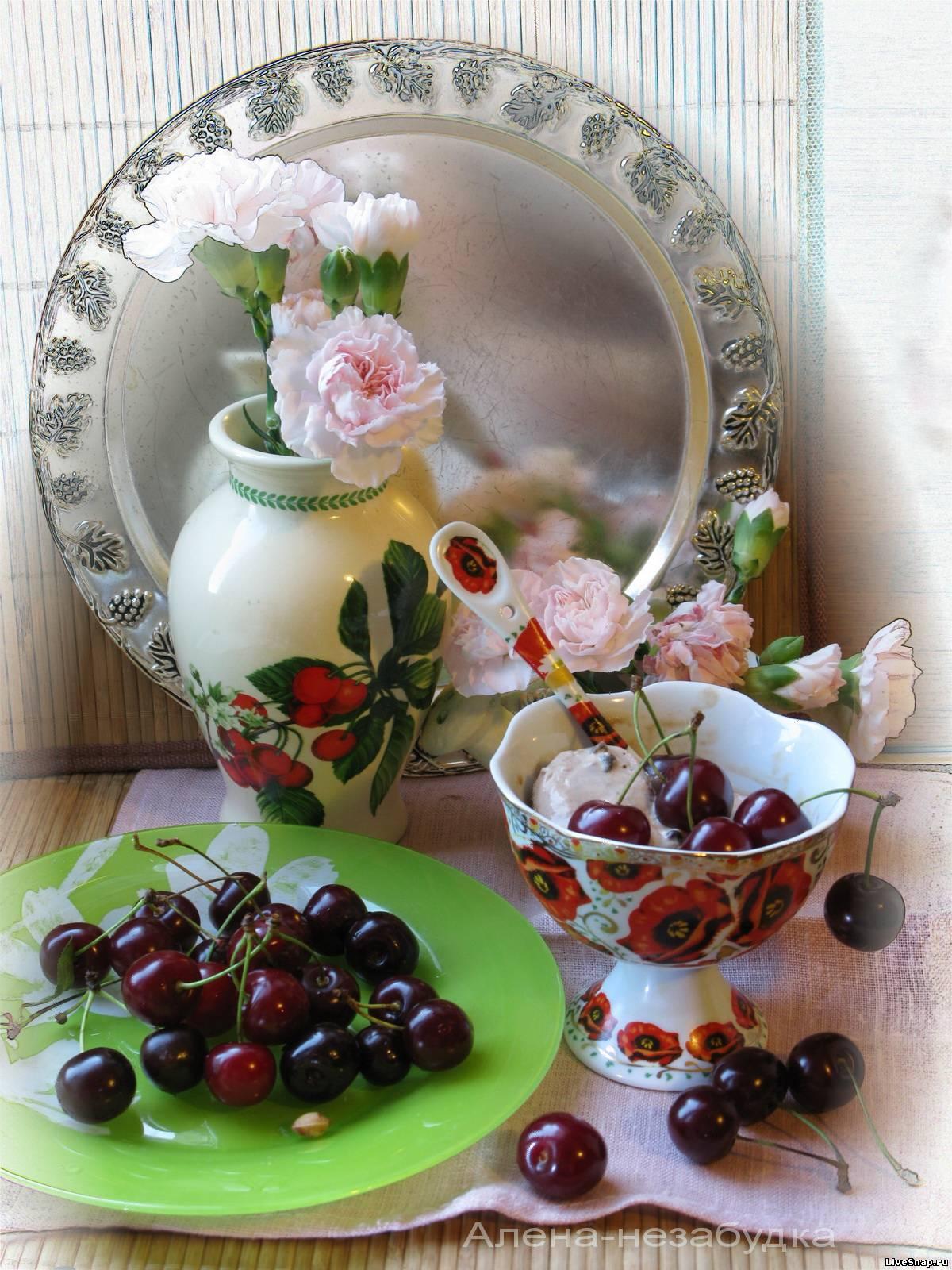 вишни в цвете  Натюрморты