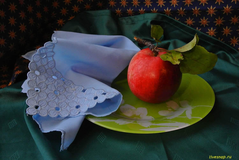 Яблочко на тарелочке