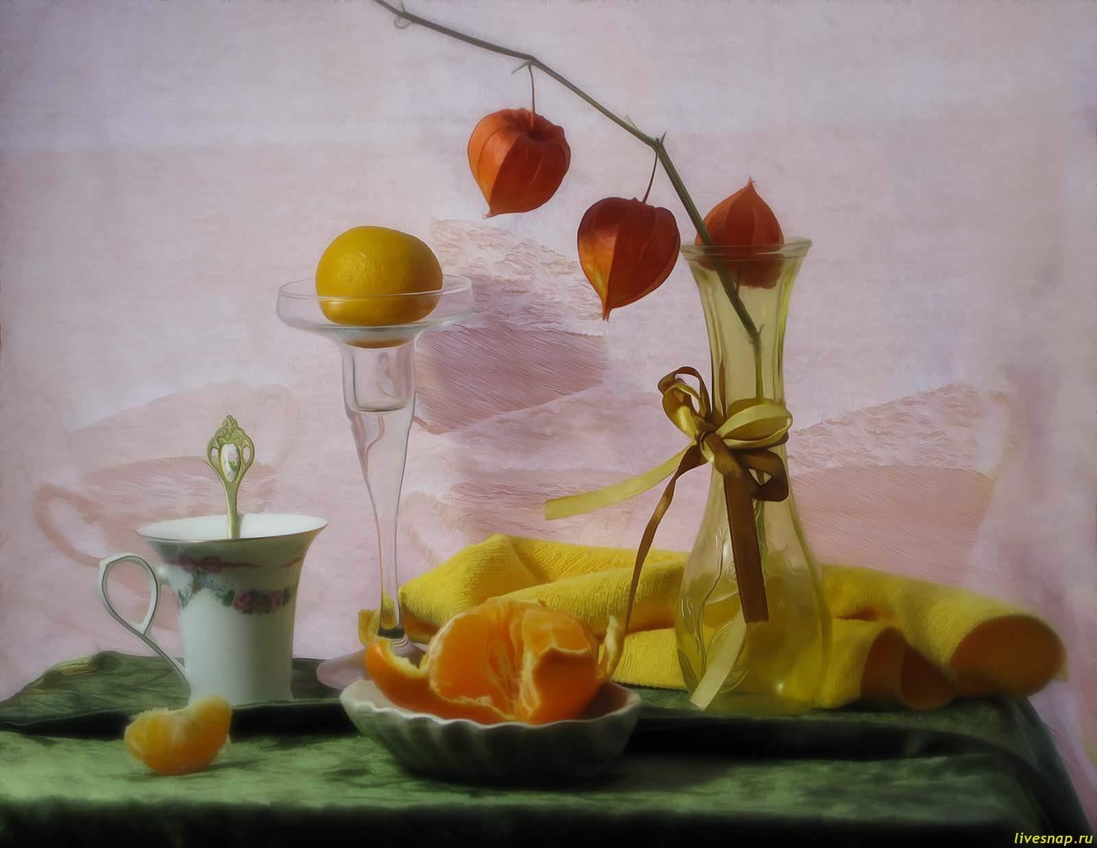 с мандарином и чашк на зп